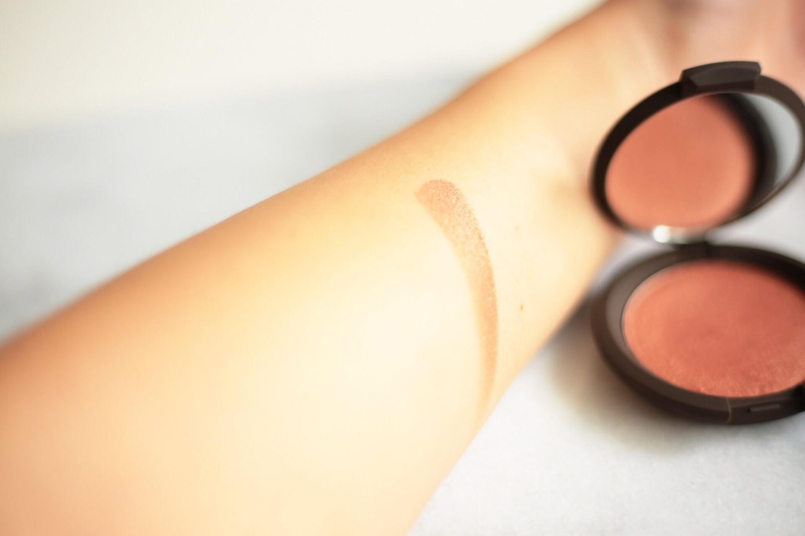 becca-luminous-blush-blushing-copper