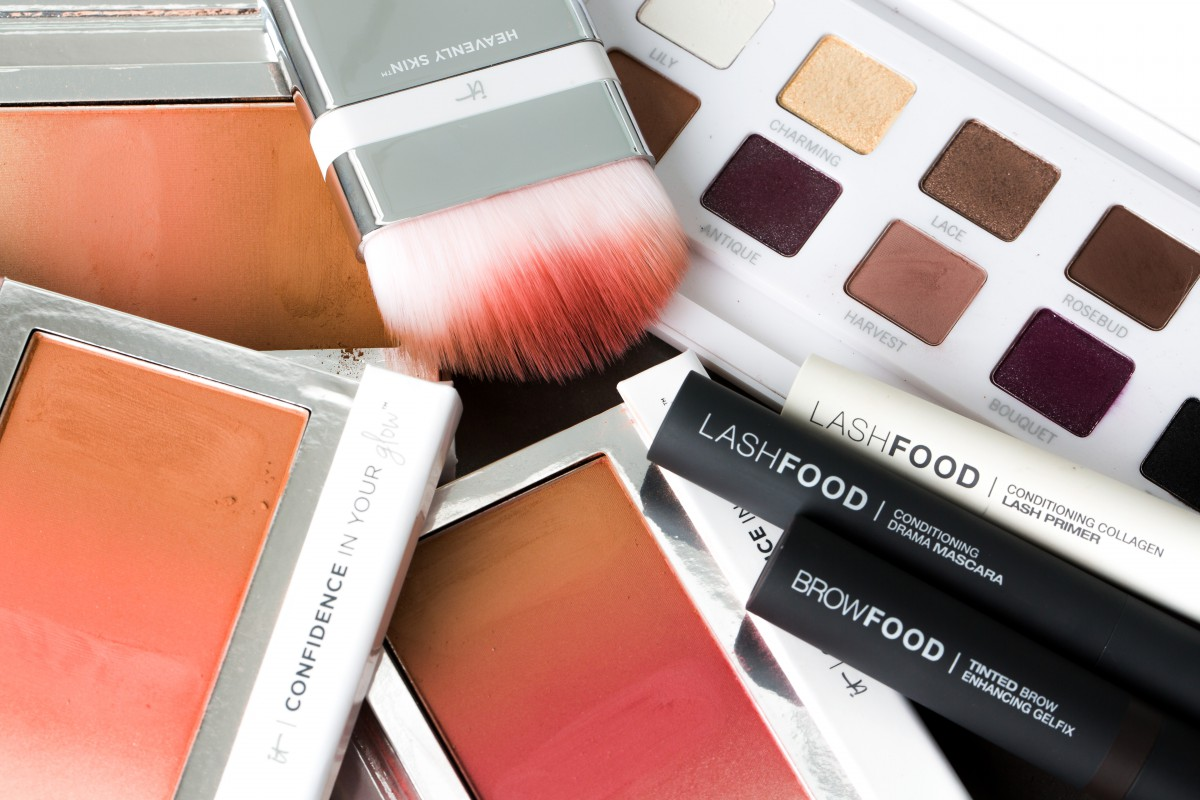 IT Cosmetics Confidence In Your Glow Makeup Bag Monday 39
